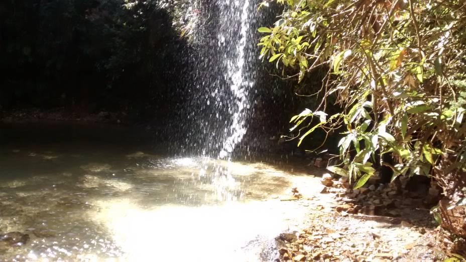 As cachoeiras são um dos principais atrativos da cidade.  Muitos estão espalhados aqui.  É normal encontrar grupos de jovens a saltar e a mergulhar.  Mas atenção: a água está muito fria