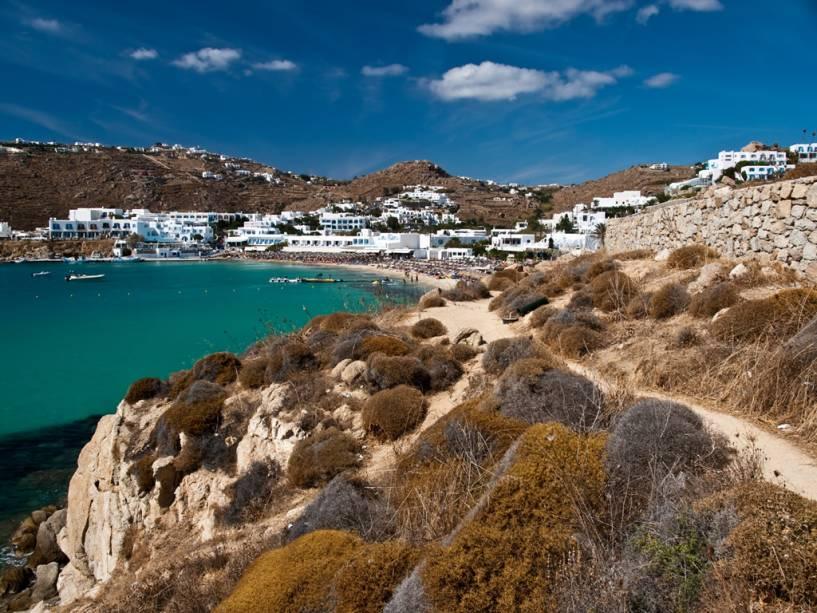 Resort em Mikonos, uma região da Grécia onde a vida noturna e a tranquilidade se misturam pacificamente com seus barcos de pesca e pelicanos