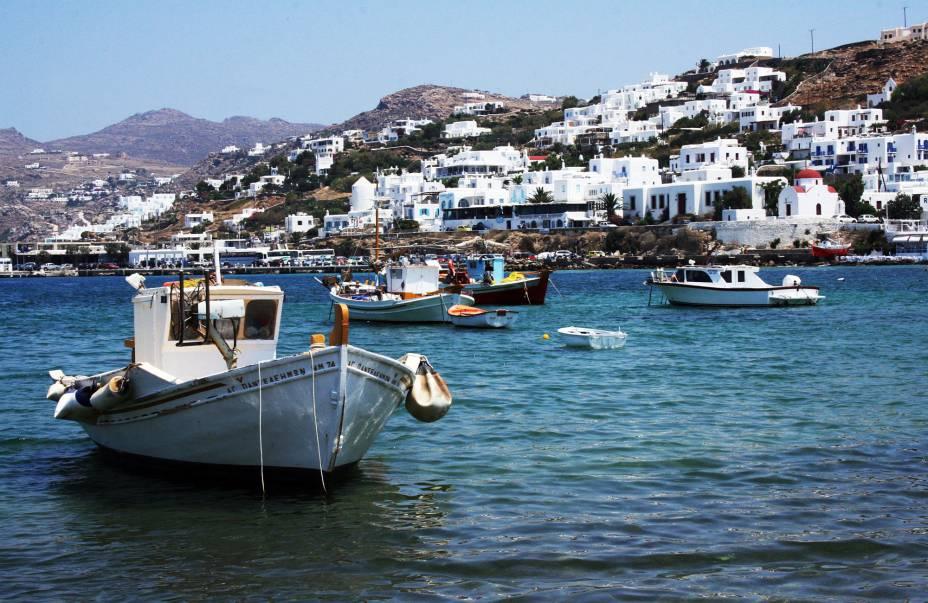 Barcos atracados na baía de Mykonos