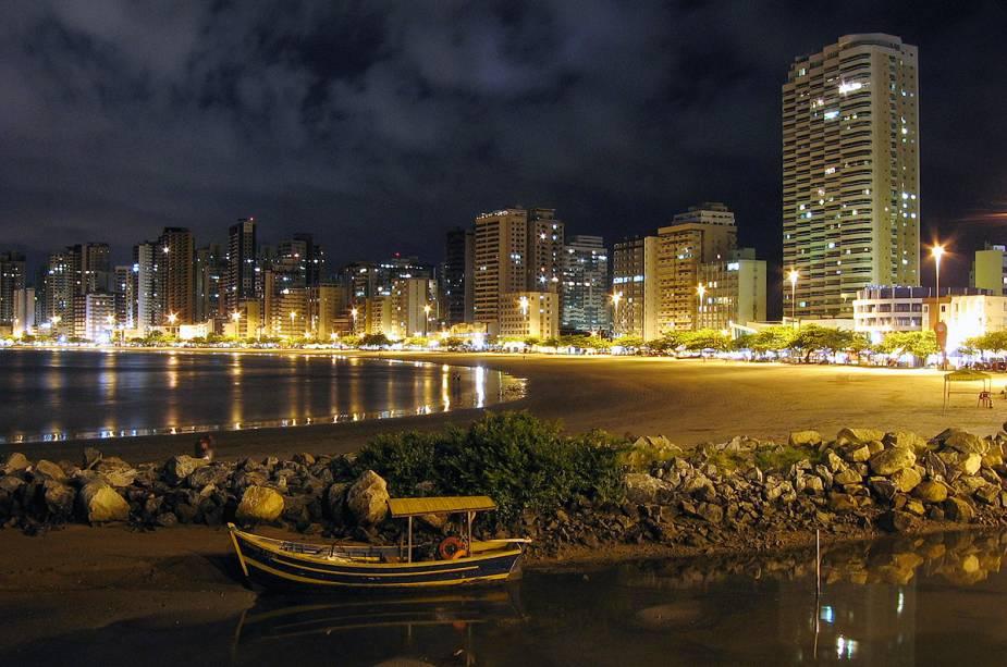 A vida noturna fica por conta dos clubes da cidade