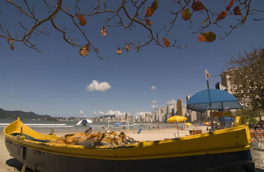 A Praia Central é ideal para andar de bicicleta, caminhar ou correr ao longo do calçadão, mas o oceano tem seções que não são adequadas para nadar