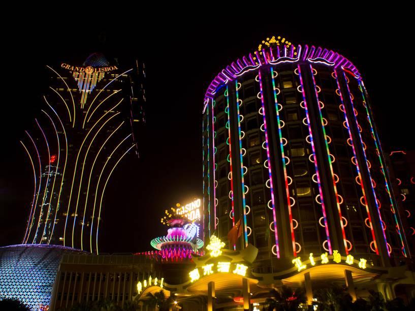 A cidade é agora um dos maiores mercados de jogos de azar do mundo. Dezenas de cassinos ganham tanto quanto seus colegas de Las Vegas, com o benefício de uma lucratividade muito maior.