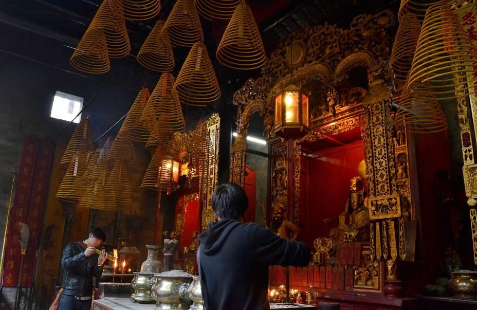 Para além da herança portuguesa e dos casinos modernos, Macau também tem uma terceira face: a chinesa.  A cidade possui muitos templos típicos, como o templo Kuan Tai.