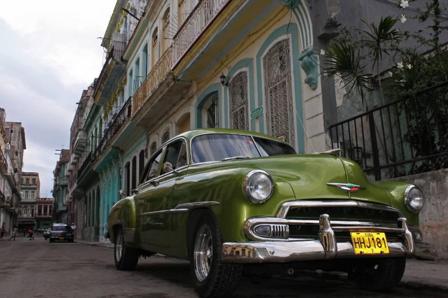 A imagem clássica de Havana: casas neo-coloniais e carros grandes