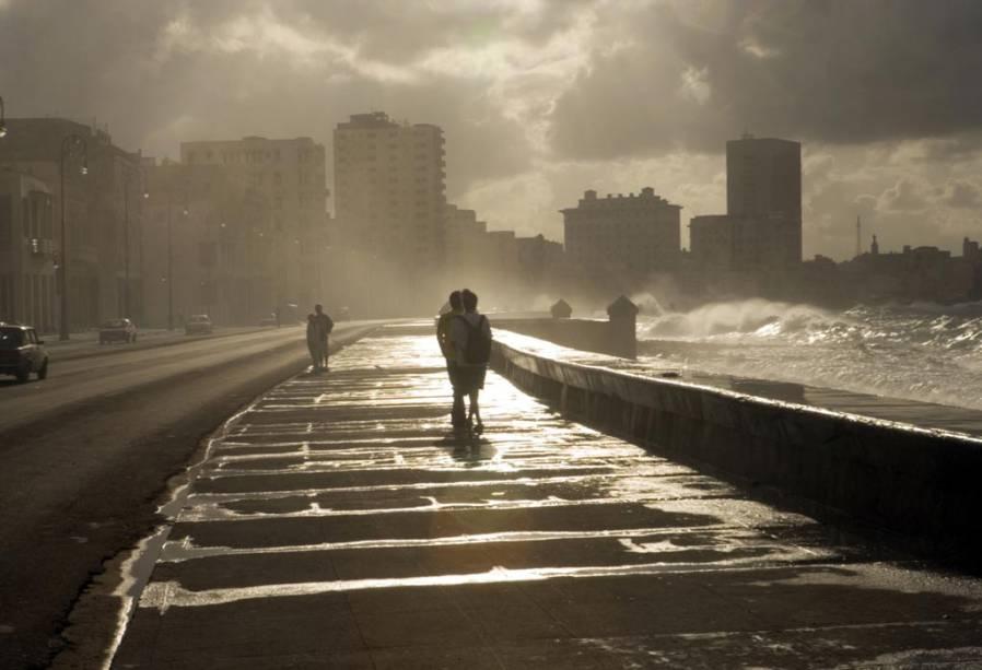 Na Avenida Malecón em Havana, Cuba