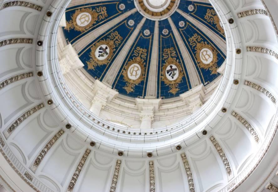 A história política de Havana aparece em toda parte;  na foto o telhado do Museo de la Revolución