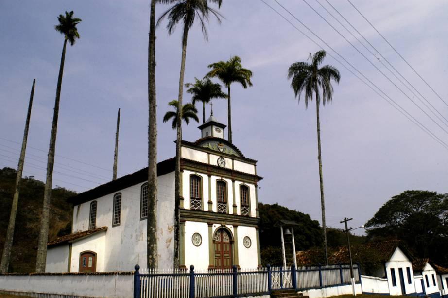 A aldeia de Biribiri nasceu numa fábrica de tecidos abandonada no final do século XIX e alberga casas de trabalhadores, uma escola, uma barbearia e uma igreja.