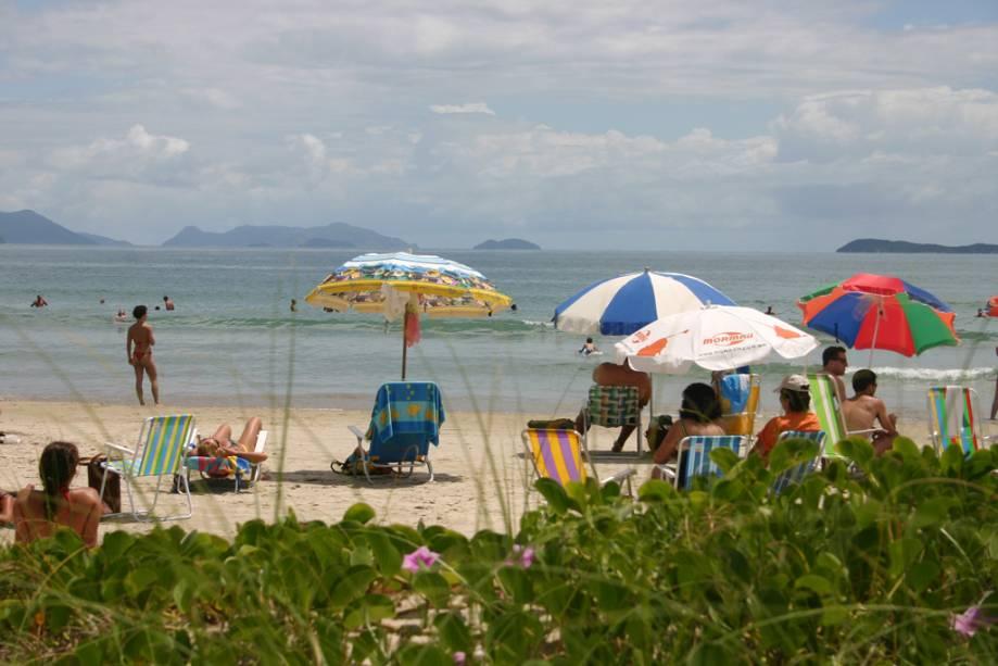 """Um dos mais """"família"""" ao sul de Santa Catarina, a Praia Central oferece boas pousadas, restaurantes e lojas."""