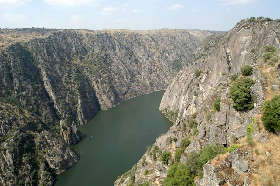 O Parque Natural das Arribas do Douro está localizado a 147 quilómetros de Salamanca