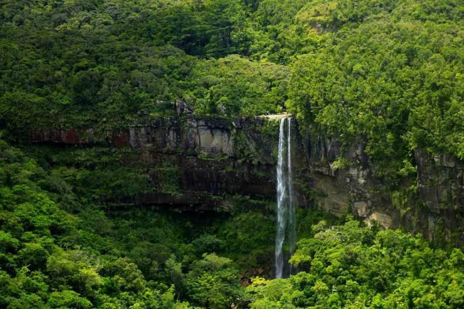 Cachoeira em Yaeyama, Ilhas Iriomote, Okinawa, sul do Japão