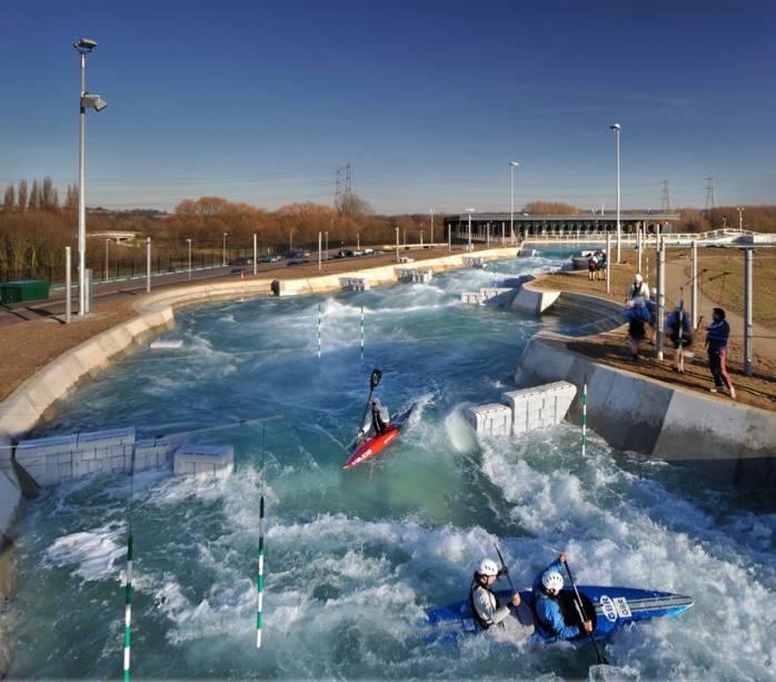Lee Valley White Water Centre em Hertfordshire, onde as competições olímpicas de canoa em Londres 2012 foram realizadas