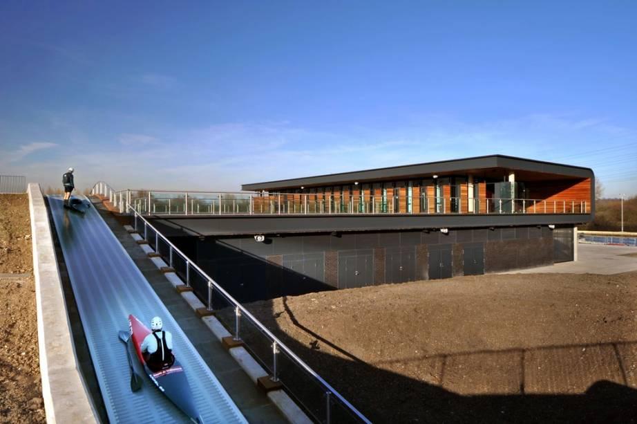 Lee Valley Whitewater Center em Hertfordshire, Inglaterra, onde as competições olímpicas de canoa de 2012 foram realizadas