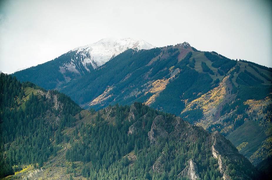 Outra atração para os visitantes da região no inverno são as lojas sazonais, onde podem ser alugados roupas e equipamentos de esqui.