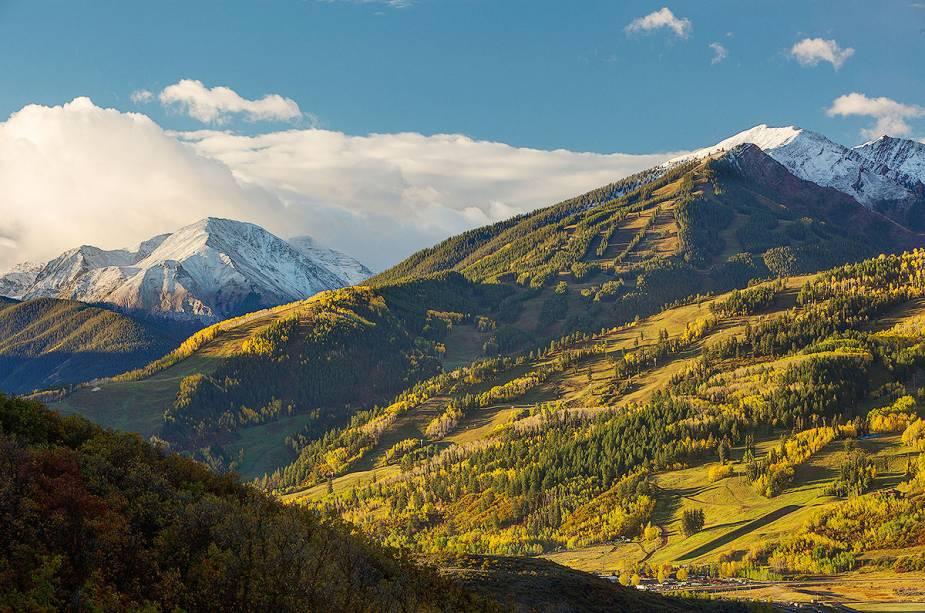As atividades de verão incluem mountain bike, trilhas a pé, canoagem, pesca e escalada.