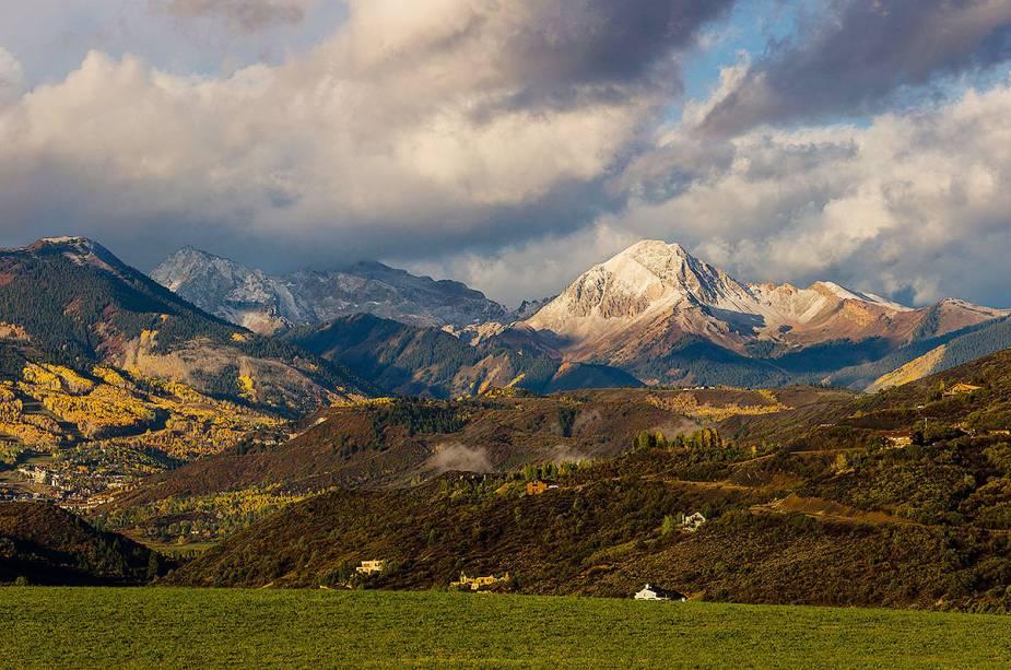 No verão, Aspen também oferece uma variedade de festivais e atividades culturais.