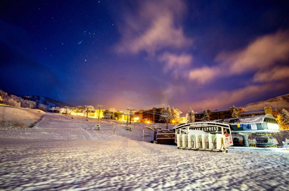A temporada de esqui vai de meados de novembro a março e atrai cerca de 250.000 turistas