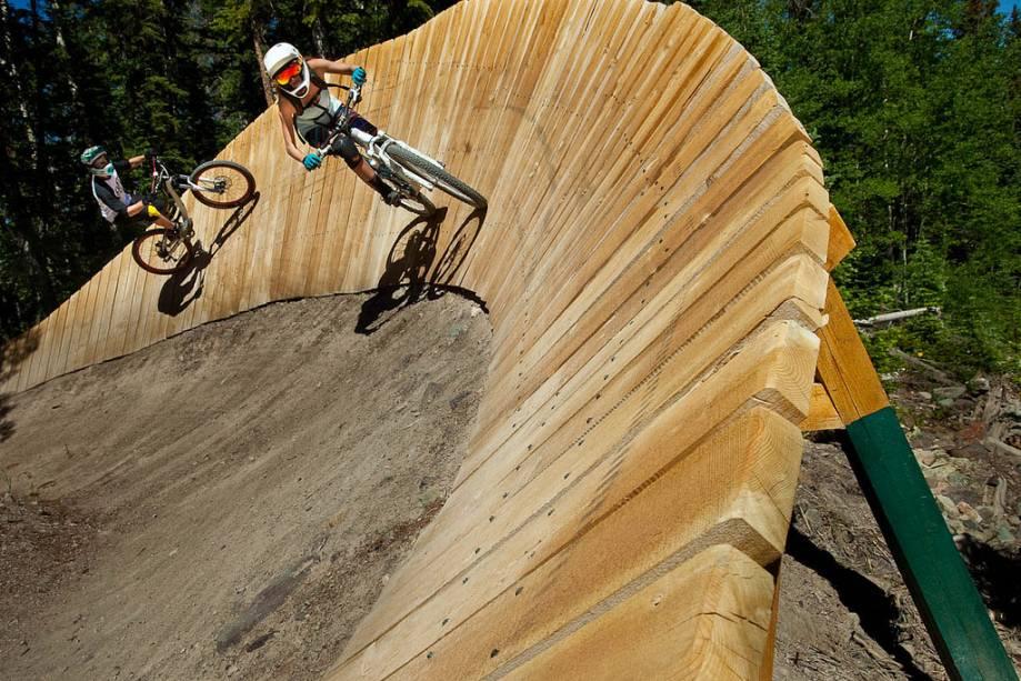 Dia de abertura da temporada de mountain bike em Snowmass.  Durante o verão é comum ver turistas praticando esportes