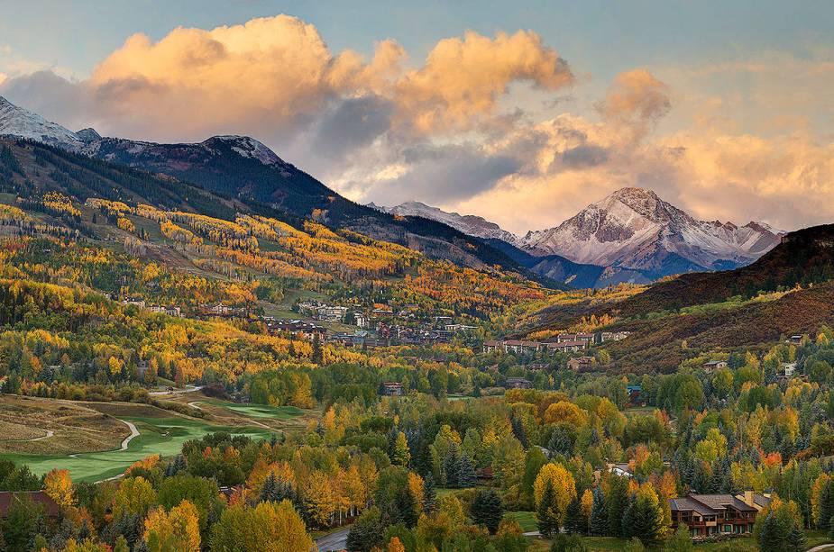 Os cenários de Aspen incentivam os atletas a se encontrarem em toda a região.  Campos adequados para acampar também estão disponíveis