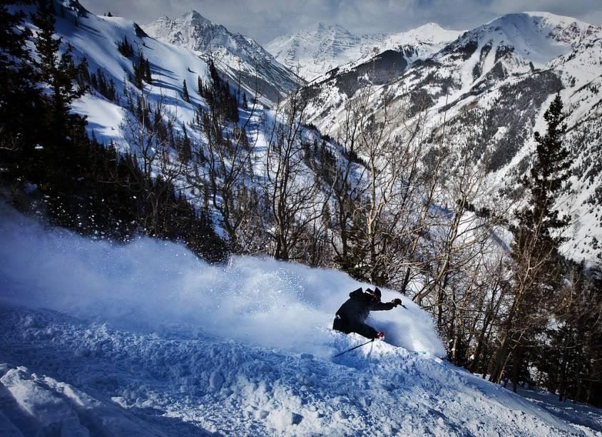 A área de esqui, a 350 km de Denver, capital do Colorado, é cada vez mais procurada pelos brasileiros.  Aspen Highlands, uma das quatro estações do local, tem 5 elevadores, 118 trilhas para caminhadas e 1100 metros de ganho de elevação