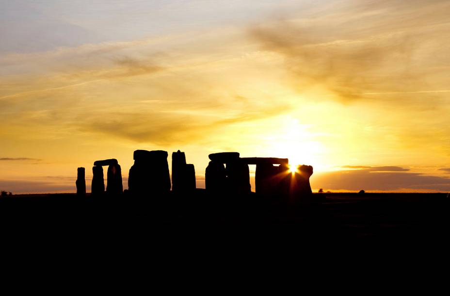 As formações misteriosas de Stonehenge.  Estudos recentes mostram que o site está em uso há pelo menos 5.000 anos, mas pouco se sabe sobre sua finalidade