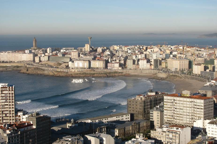 """Vista aérea da praia de Riazor e """"Praia de Orzán"""""""