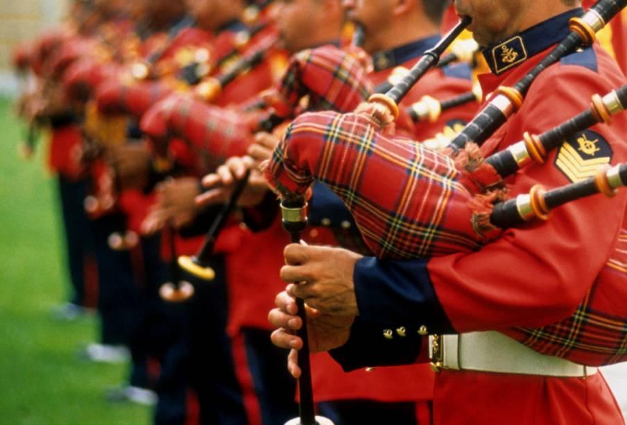 Orquestra militar escocesa com gaita de foles