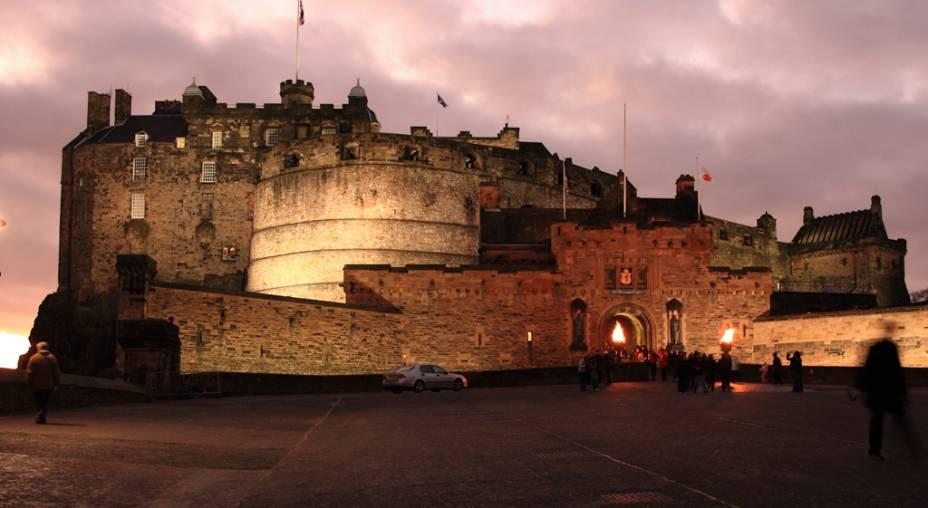 O Castelo de Edimburgo abriga o Museu da Guarda Real Escocesa, as joias da coroa escocesa, a famosa Pedra do Destino - onde os monarcas foram coroados - e o Palácio Real, local de nascimento de James Stuart, o rei que uniria as coroas da Escócia, Inglaterra e Irlanda