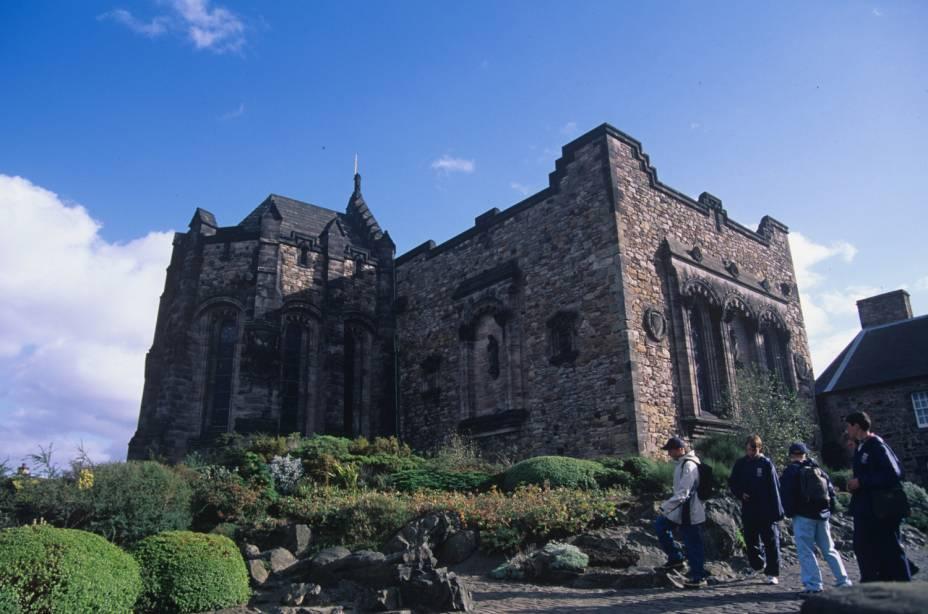 Edimburgo, Escócia - Edimburgo está repleto de história, mas de vanguarda contemporânea.  É compacto o suficiente para explorar a pé, diz Frommers.  A capital escocesa está repleta de arquitetura e história visível.  Muitas atrações estão localizadas ao redor da Royal Mile, a parte mais antiga e medieval da cidade.