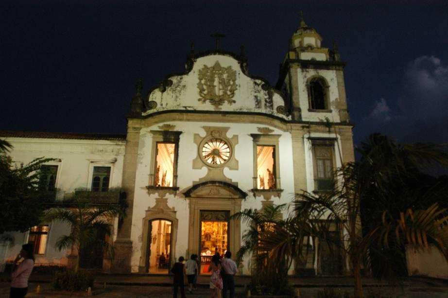 A Basílica de São Bento de 1582 é a igreja mais rica de Olinda.  Possui altar talhado em madeira no estilo barroco coberto com 28 kg de ouro