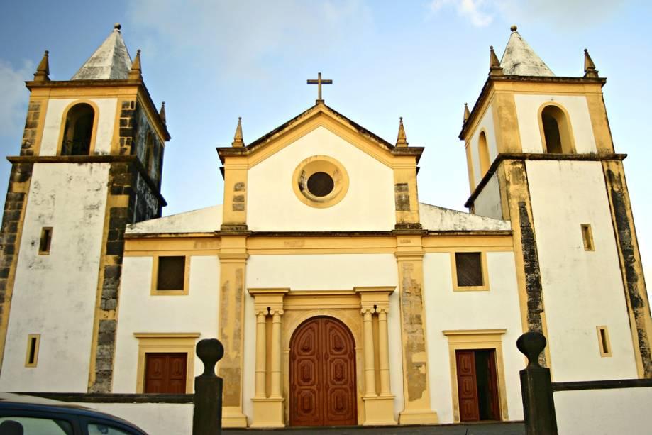 A Igreja da Sé, de onde se tem uma vista panorâmica de Recife, data de 1537 e exibe altares em folha de ouro e azulejos portugueses decorativos.