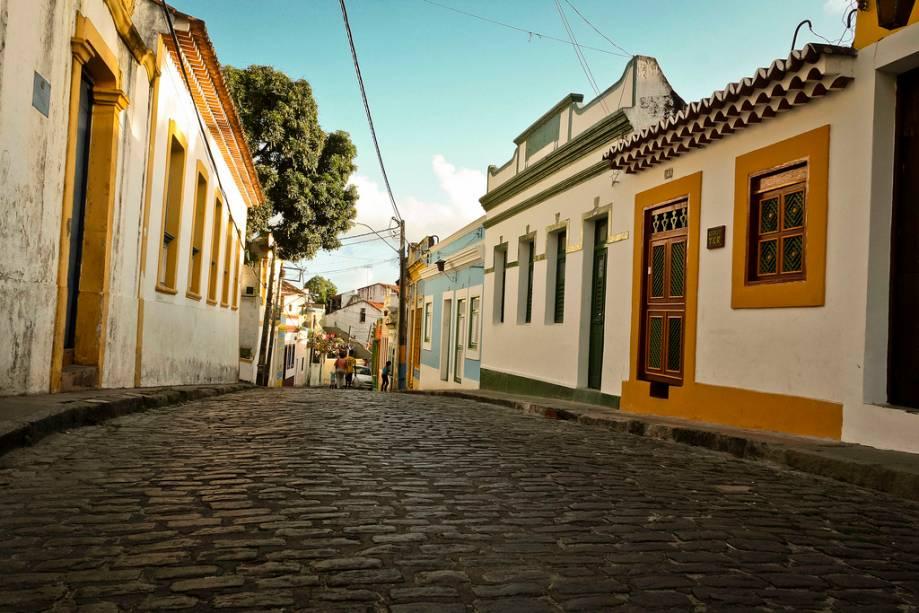 Com restaurantes, pousadas, estúdios e museus, a Rua do Amparo é o centro cultural do centro histórico do Recife