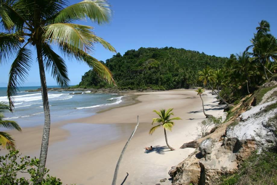 Vista da Praia da Engenhoca, a apenas 30 minutos caminhando da rodovia BA-001