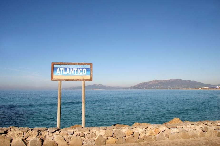 Em Tarifa você pode ver o Mediterrâneo e o Atlântico