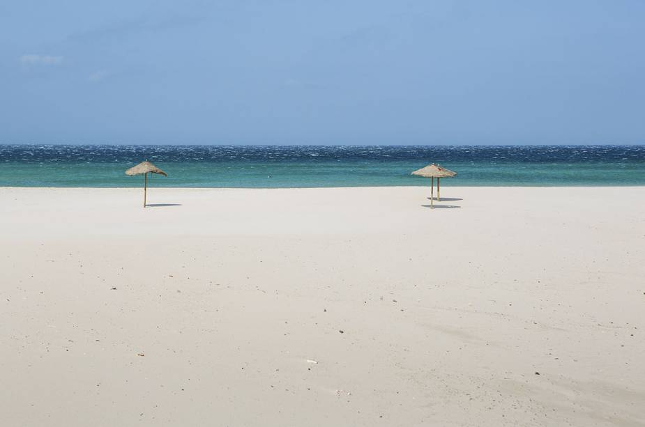 A areia branca é um dos destaques do destino