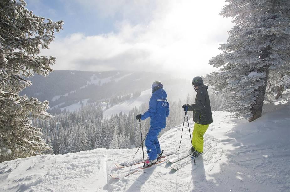 Os esquiadores podem ter aulas na escola de Vail