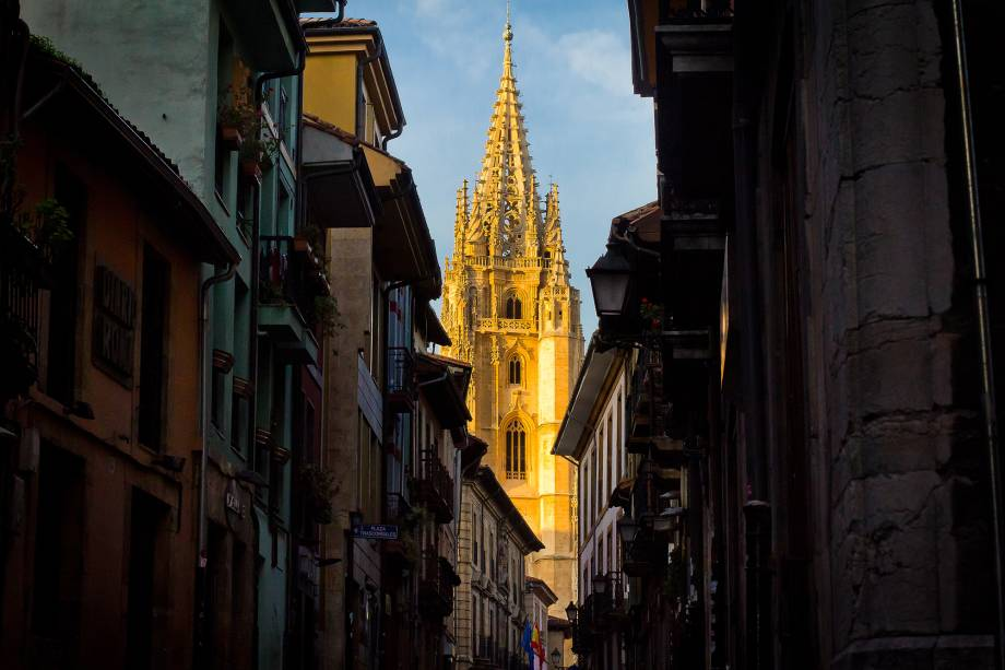 A cidade tem um ambiente especial graças à presença dos alunos da Universidade de Oviedo