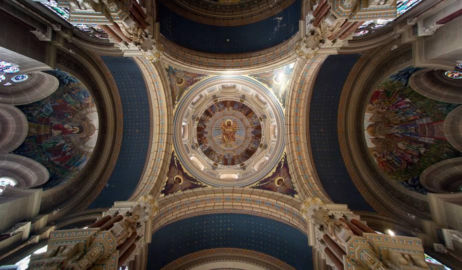 Interior da igreja de San Juan el Real em Oviedo