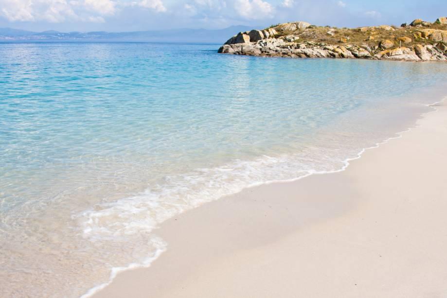 As Ilhas Cíes fazem parte do Arco Nacional das Ilhas Atlânticas e pertencem a Vigo