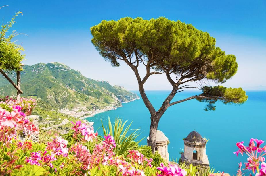 Os jardins de Ravello na Costa Amalfitana são o refúgio perfeito para as multidões que se reúnem nas cidades ao nível do mar