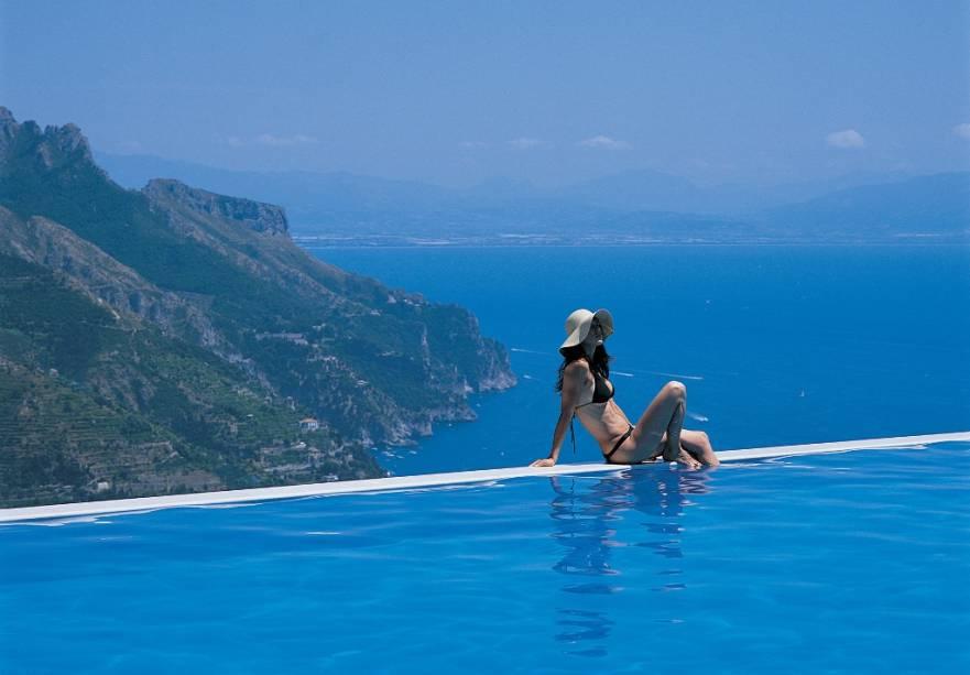 A piscina infinita com o Hotel Caruso, é considerada uma das melhores opções de hospedagem em Ravello.