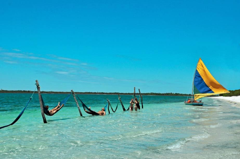 Redes e jangadas para turistas na Lagoa do Paraíso em Jericoacoara