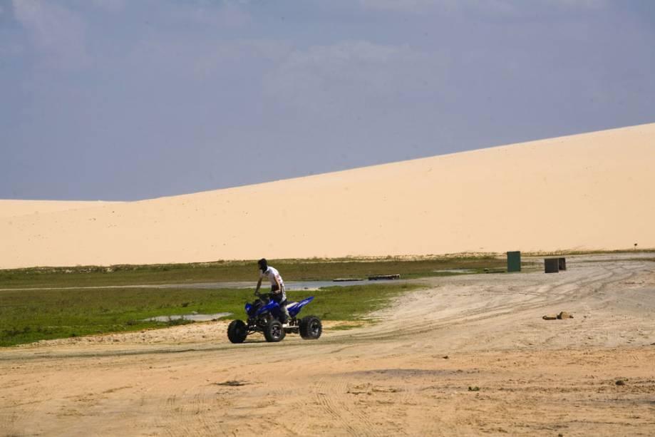 Passeio de quadriciclo nas dunas