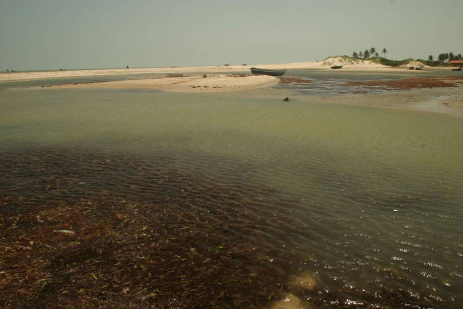 Vista do Hotel Rancho do Peixe, uma das opções de hospedagem na praia do Preá, destino popular para kitesurfistas