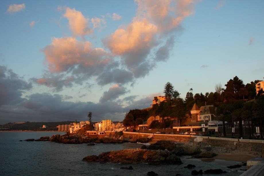 O calçadão de Viña del Mar está repleto de restaurantes e hotéis