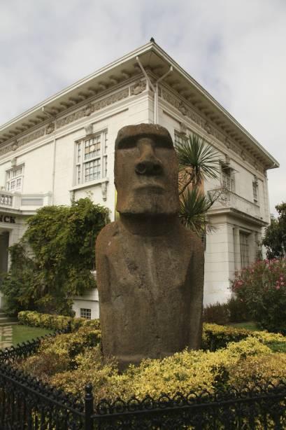 O foco principal do Museu Fonck é a coleção de peças relacionadas à Ilha de Páscoa.  O moai original no jardim é um dos únicos dois no mundo a estar fora da ilha