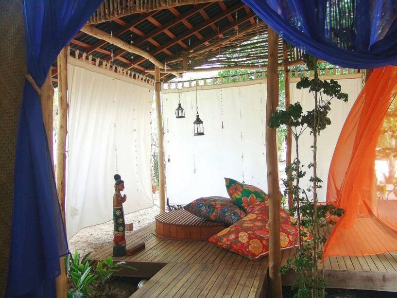 Almofadas de tecido chita no spa da Pousada dos Ponteiros