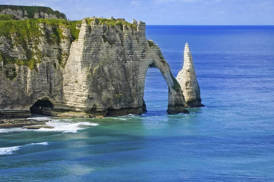 Penhasco Etretat na costa da Normandia