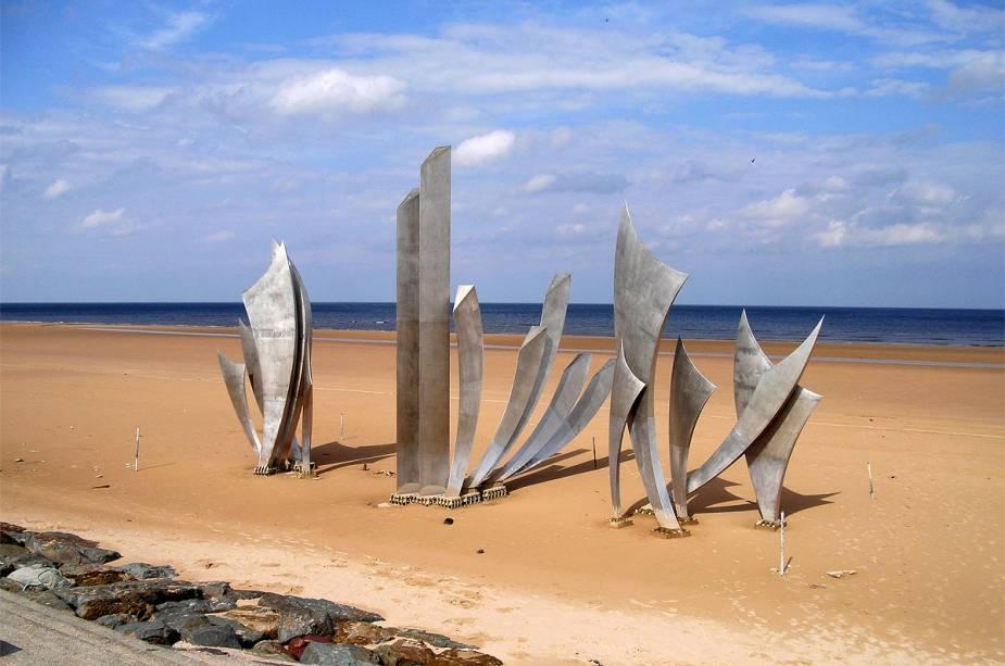 O Memorial Braves de Anilore Banon foi instalado em 2004 para comemorar o 60º aniversário da invasão.  Ele está localizado no centro de Omaha Beach e comemora a libertação da França pelos soldados americanos