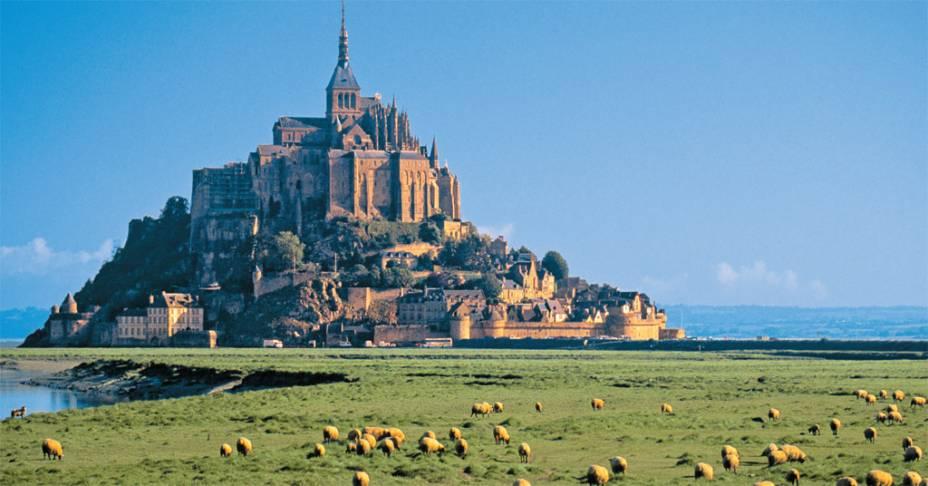 Monte Saint-Michel, Normandia, em um raro dia azul