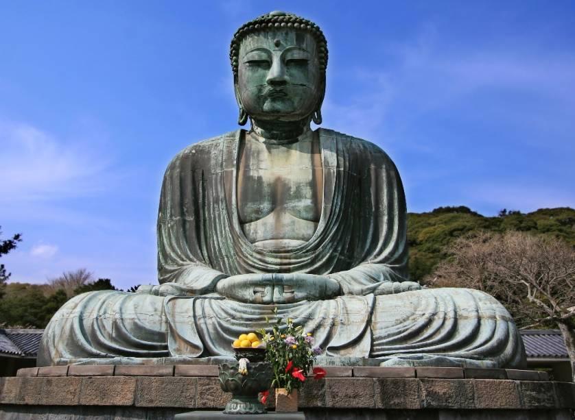 Perto de Tóquio, em Kamakura, a antiga residência do xogunato Minamoto, está a bela estátua de bronze do Grande Buda